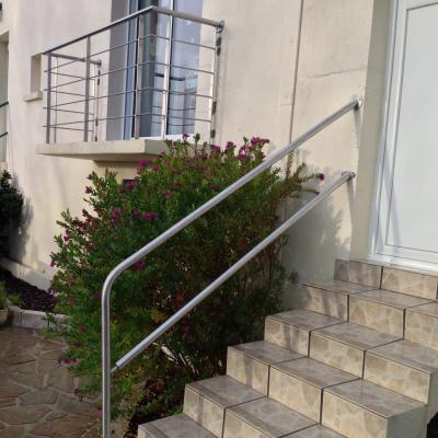 Rambarde et garde-corps en inox pour escalier et balcon