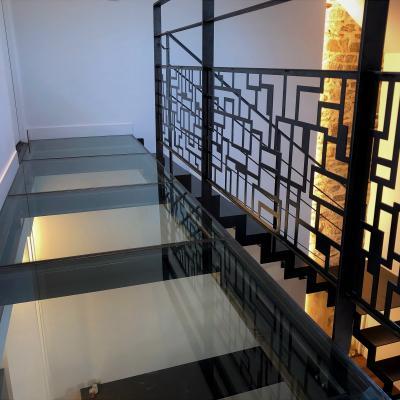 Passerelle suspendue avec escalier métallique - Art Métal Concept