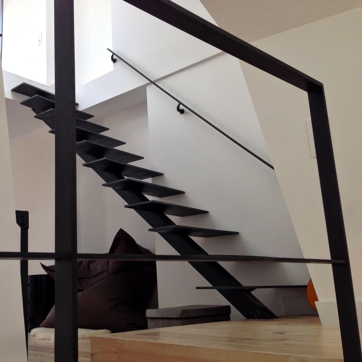 Art m tal concept cr ation d 39 escaliers contemporains sur quimper et sa r - Escalier metallique design ...