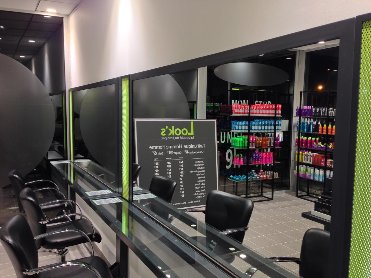 Meuble pour salon de coiffure : Coiffeuse et miroir éclairé