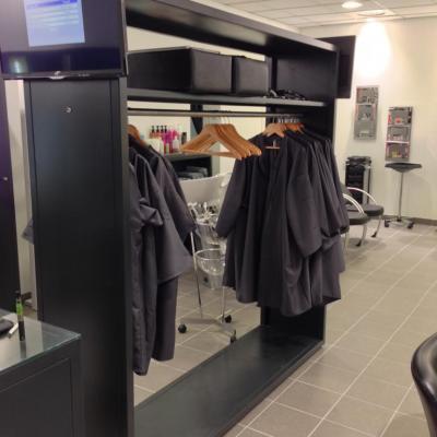 Meubles pour salon de coiffure : placard, porte-manteaux
